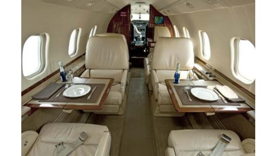 learjet-60-interior-seating.jpg